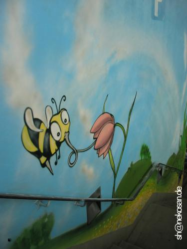 Cartoon: biene_blume (medium) by stefan hoch tagged streetart,graffiti