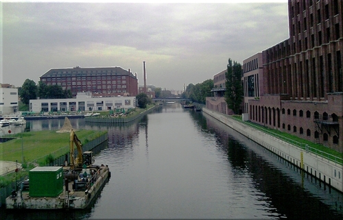 Cartoon: Teltowkanal  Ullsteinhaus BERLIN (medium) by lesemaus tagged teltowkanal,ullsteinhaus,berlin