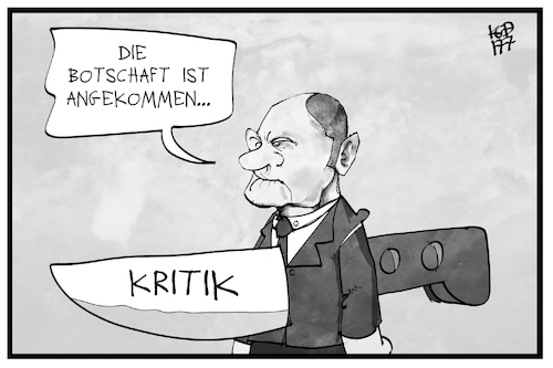 Cartoon: Kritik an Olaf Scholz (medium) by Kostas Koufogiorgos tagged karikatur,koufogiorgos,illustration,cartoon,olaf,scholz,hamburg,bürgermeister,messer,rücken,kritik,spd,polizeieinsatz,botschaft,karikatur,koufogiorgos,illustration,cartoon,olaf,scholz,hamburg,bürgermeister,messer,rücken,kritik,spd,polizeieinsatz,botschaft